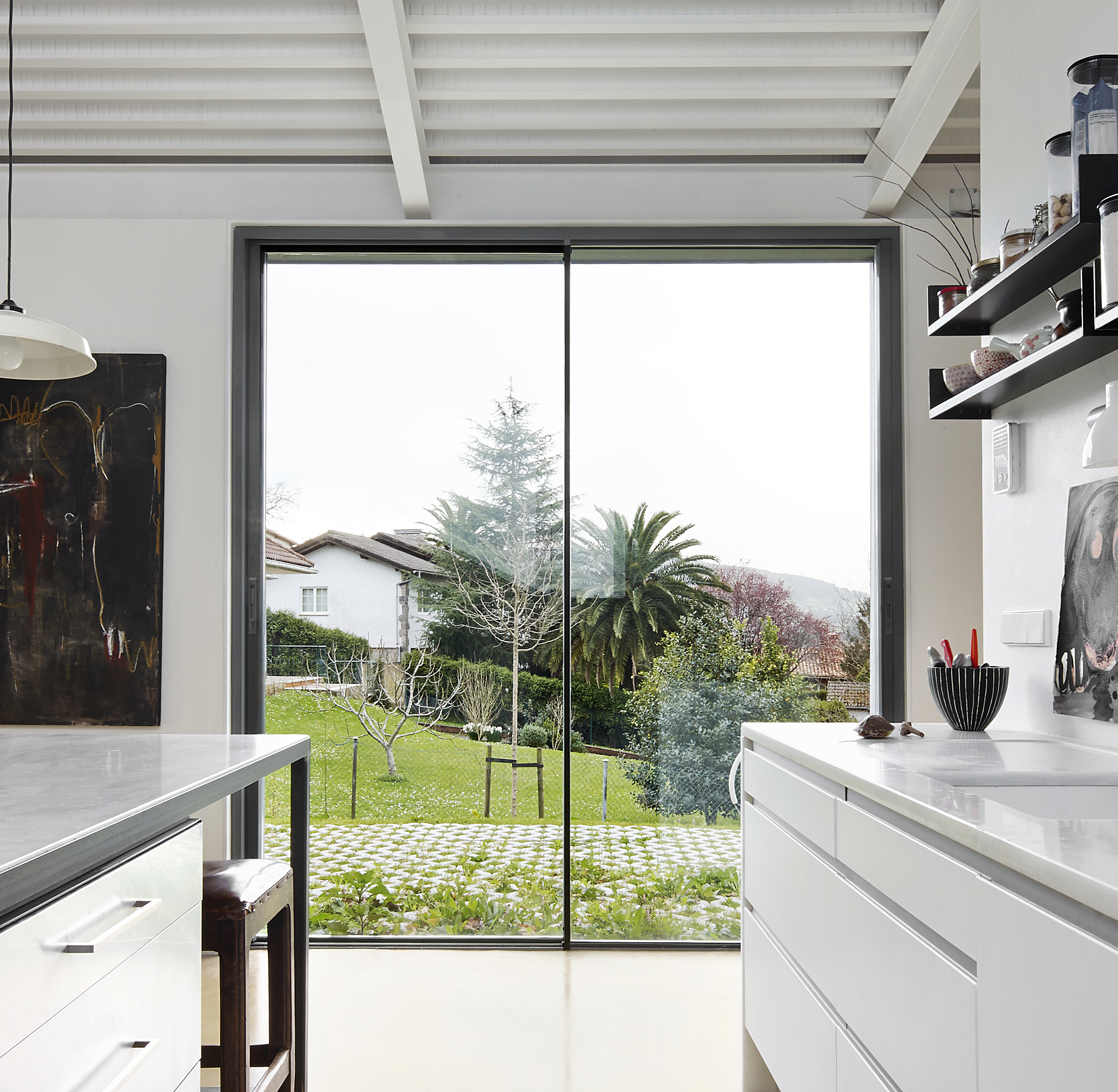 Virtually frameless patio doors